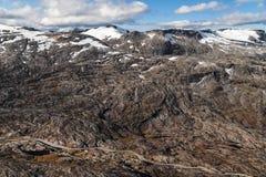 El camino de Geiranger a través del valle de Flydal Imagen de archivo libre de regalías