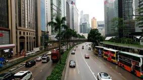 El camino de Gloucester en Wanchai, Hong Kong, en un día lluvioso almacen de metraje de vídeo
