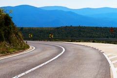 El camino dejó la curva en Croacia, con un copia-espacio Imágenes de archivo libres de regalías