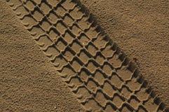 El camino del coche en arena Imagen de archivo libre de regalías