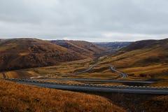 El camino del lacet en el valle Fotografía de archivo