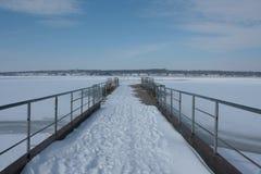 El camino en el invierno. Foto de archivo