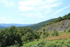 El camino en las montañas Fotos de archivo