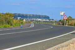 El camino que lleva al aeropuerto de Alicante fotos de archivo libres de regalías