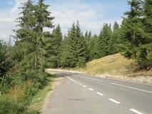 El camino a través de la montaña Fotografía de archivo libre de regalías