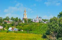 El campanario alto en Suzdal Foto de archivo libre de regalías