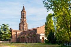 El campanario de la abadía de Chiaravalle en Milán Fotografía de archivo