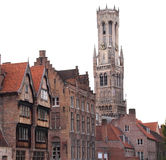 El campanario de una iglesia de Brujas Bélgica Fotos de archivo