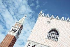 El campanario del cuadrado del marco del san en Venecia, Italia Imagen de archivo libre de regalías