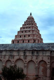 El campanario del palacio del maratha del thanjavur con la pared ornamental Fotos de archivo libres de regalías