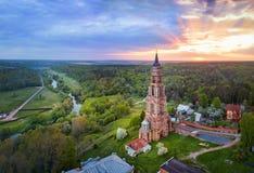 El campanario lacated en Ivanova Gora en el pueblo de Glubokovo, Rusia Fotos de archivo