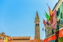 El campanario que se inclina de Burano, Venecia Imagen de archivo