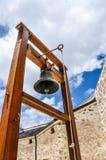 El campanario redondo del toque de queda de la casa Foto de archivo