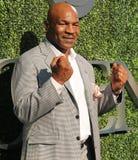 El campeón anterior Mike Tyson del boxeo asiste a la ceremonia de inauguración 2016 del US Open en USTA Billie Jean King National Imagen de archivo