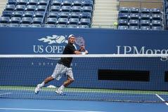 El campeón Lleyton Hewitt del Grand Slam de dos veces practica para el US Open 2013 Foto de archivo libre de regalías