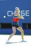 El campeón Maria Sharapova del Grand Slam de cuatro veces practica para el US Open en Arthur Ashe Stadium Imágenes de archivo libres de regalías