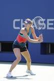 El campeón Maria Sharapova del Grand Slam de cuatro veces practica para el US Open en Arthur Ashe Stadium Fotografía de archivo libre de regalías
