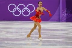 El campeón olímpico Alina Zagitova del atleta olímpico de Rusia se realiza en el patinaje libre de Team Event Ladies Single Skati Fotografía de archivo libre de regalías