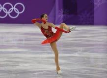 El campeón olímpico Alina Zagitova del atleta olímpico de Rusia se realiza en el patinaje libre de Team Event Ladies Single Skati Foto de archivo libre de regalías