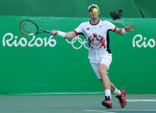 El campeón olímpico Andy Murray de Gran Bretaña en la acción durante los hombres escoge el cuarto de final de la Río 2016 Juegos  Foto de archivo libre de regalías