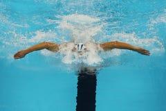 El campeón olímpico Michael Phelps de Estados Unidos compite en el relevo del individuo de los 200m de los hombres de la Río 2016 imagen de archivo
