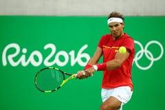El campeón olímpico Rafael Nadal de España en la acción durante los hombres escoge el cuarto de final de la Río 2016 Juegos Olímp Imágenes de archivo libres de regalías