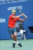 El campeón Rafael Nadal del Grand Slam de doce veces practica para el US Open 2013 en Arthur Ashe Stadium Imagenes de archivo