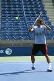 El campeón Roger Federer del Grand Slam de diecisiete veces practica para el US Open 2013 en Arturo Ashe Stadium Imagen de archivo