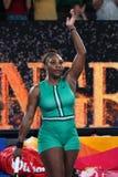 el campeón Serena Williams de 23-time Grand Slam de Estados Unidos celebra la victoria después de su ronda del partido 16 en Abie fotografía de archivo