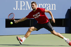 El campeón Stanislas Wawrinka del Grand Slam practica para el US Open 2014 en Billie Jean King National Tennis Center Foto de archivo
