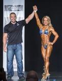 El campeón de la aptitud aumenta el brazo en la victoria Imagenes de archivo