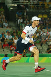 El campeón olímpico Andy Murray de Gran Bretaña en la acción durante el ` s de los hombres escoge el final de la Río 2016 Juegos  Imagenes de archivo