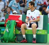 El campeón olímpico Andy Murray de Gran Bretaña en la acción durante los hombres escoge el final de la Río 2016 Juegos Olímpicos Foto de archivo libre de regalías
