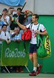 El campeón olímpico Andy Murray de Gran Bretaña incorpora la corte antes de que los hombres escojan el final de la Río 2016 Juego Fotografía de archivo