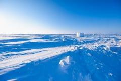 El campo Barneo en los copos de nieve del modelo del cubo de la nieve del llano de la nieve del Polo Norte alinea Imagen de archivo libre de regalías