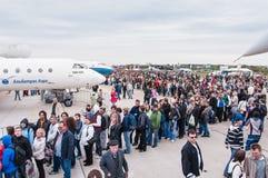 El campo de aviación de Zhukovsky, muchedumbres de visitantes en MAKS-2013 Imagenes de archivo