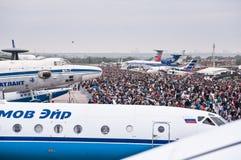 El campo de aviación de Zhukovsky, muchedumbres de visitantes en MAKS-2013 Fotos de archivo