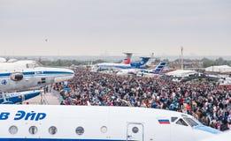 El campo de aviación de Zhukovsky, muchedumbres de visitantes en MAKS-2013 Imagen de archivo