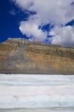 El campo de hielo de Columbia en las montañas rocosas canadienses, y la vista del glaciar Imagen de archivo libre de regalías