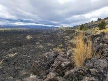El campo de lava negro en camas de lava parquea en California Fotografía de archivo libre de regalías