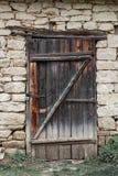 El campo retro de los edificios de la vieja de la casa del pueblo del granero de la fragua naturaleza estable de piedra de Ucrani imagen de archivo libre de regalías