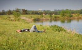 El campo se relaja Foto de archivo libre de regalías