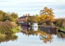 El canal de Birmingham y de Worcester cerca alimenta Worcestershire anterior Fotos de archivo libres de regalías
