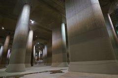 El canal de descarga subterráneo externo de la zona metropolitana foto de archivo libre de regalías