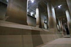 El canal de descarga subterráneo externo de la zona metropolitana fotografía de archivo libre de regalías