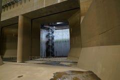 El canal de descarga subterráneo externo de la zona metropolitana imagen de archivo libre de regalías
