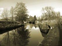 El canal de Leeds Liverpool en Salterforth en el campo hermoso en la frontera de Lancashire Yorkshire en Inglaterra septentrional Foto de archivo