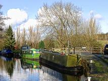 El canal de Leeds Liverpool en Salterforth en el campo hermoso en la frontera de Lancashire Yorkshire en Inglaterra septentrional Imagen de archivo