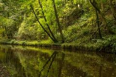 El canal de Llangollen en Chirk la frontera de Inglaterra País de Gales imagen de archivo