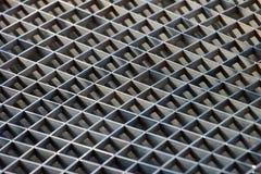 El canal del hierro ralla y las rejillas del respiradero del metal como fondo imagen de archivo